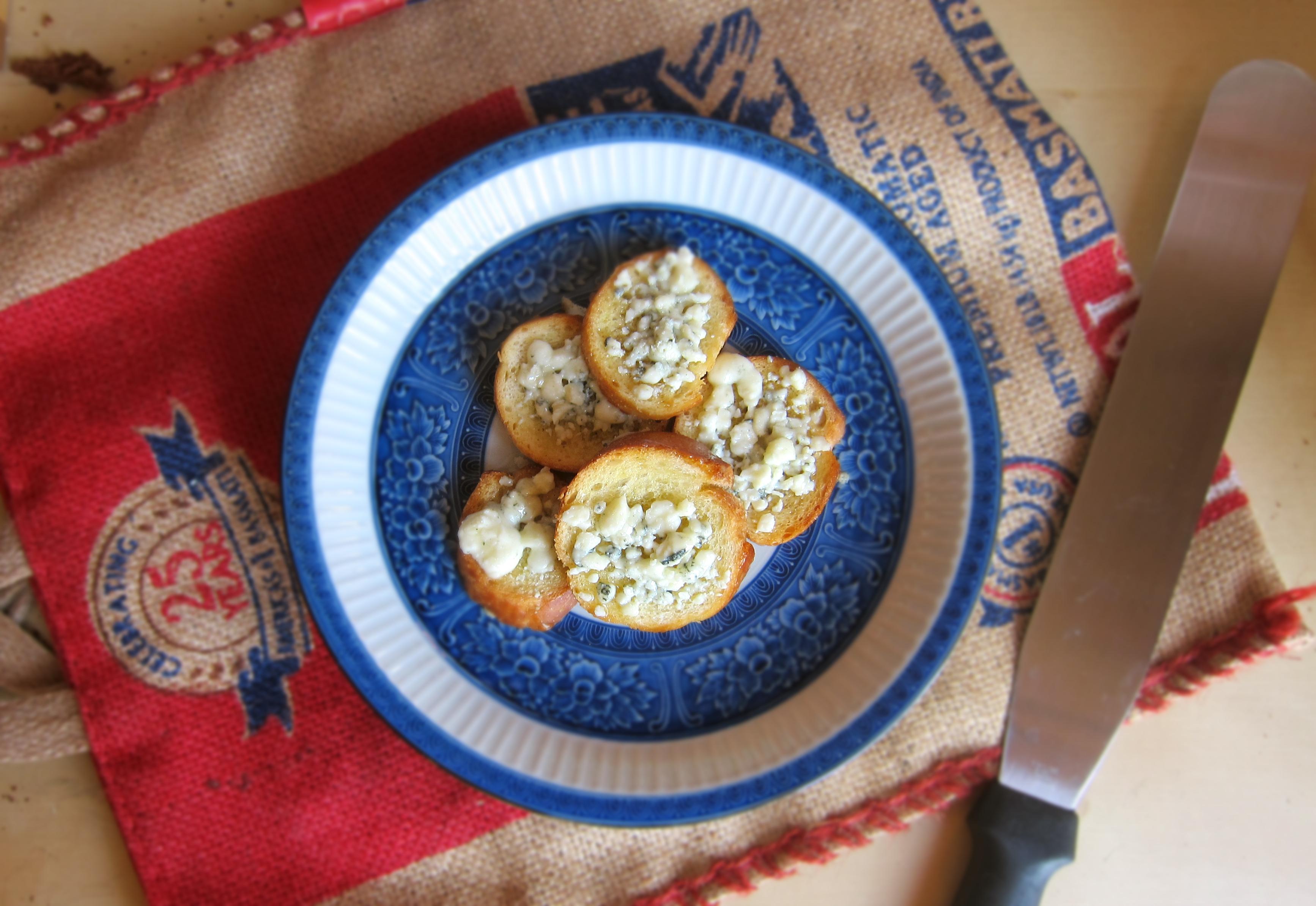 Honey Gorgonzola Mini-Toasts