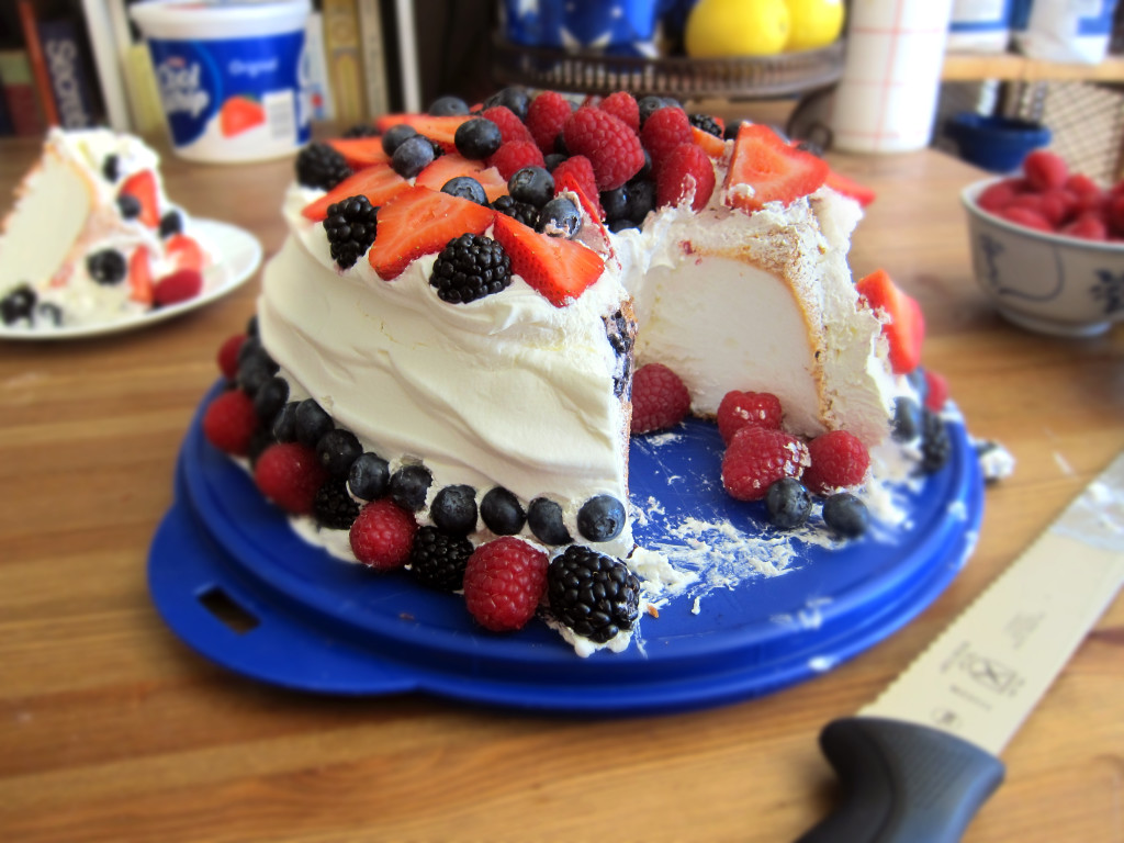 Angel food cake with Cool-Whip and Berries